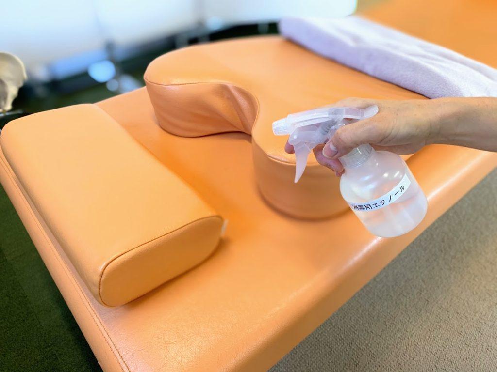 新型コロナウイルス対策として治療後患者様の使用したベッドはその都度消毒を行っております